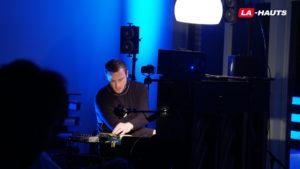 Chamberlain joue du piano